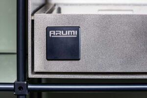 ARUMI Logo am Grill